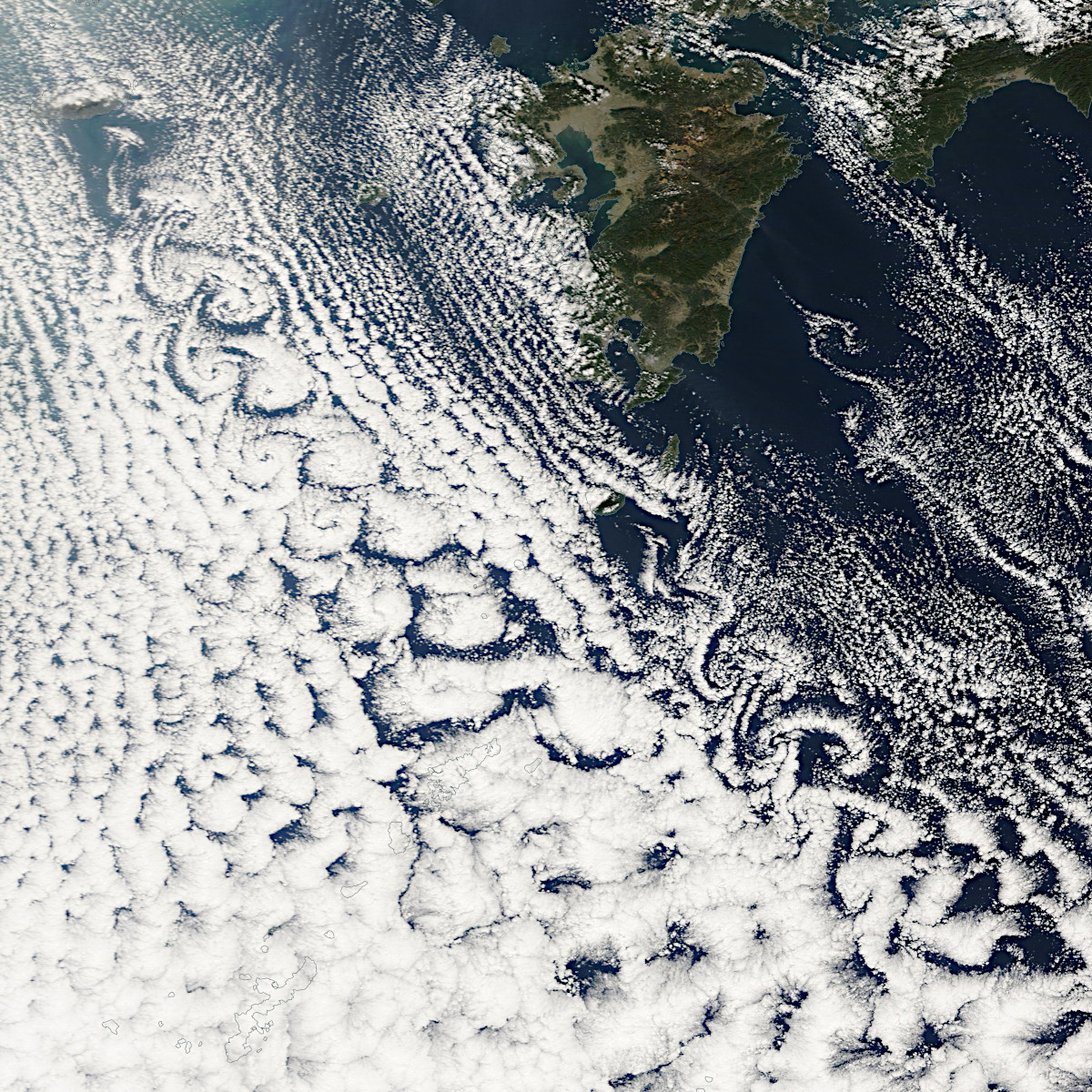 日本付近に現れたカルマン渦の衛星画像10選【特別企画】 | アストロピクス