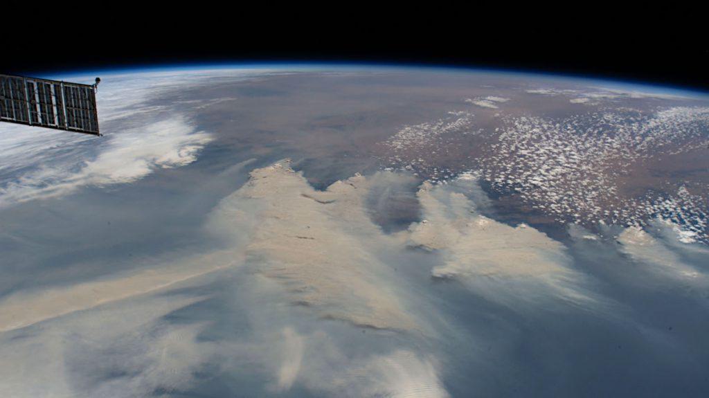 2020年1月4日、ISS(国際宇宙ステーション)から撮影された写真。Image courtesy of the Earth Science and Remote Sensing Unit, NASA Johnson Space Center