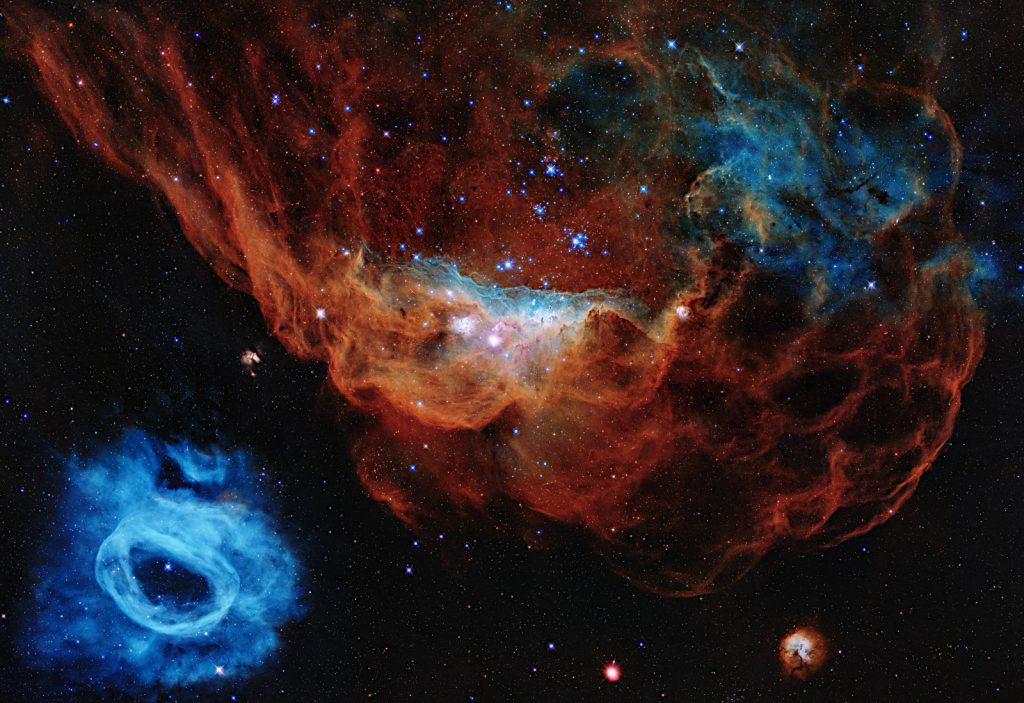 ハッブル宇宙望遠鏡打ち上げ30周年記念画像。大マゼラン銀河にある星形成領域NGC 2014とNGC 2020が映っています。Image Credit: NASA, ESA and STScI