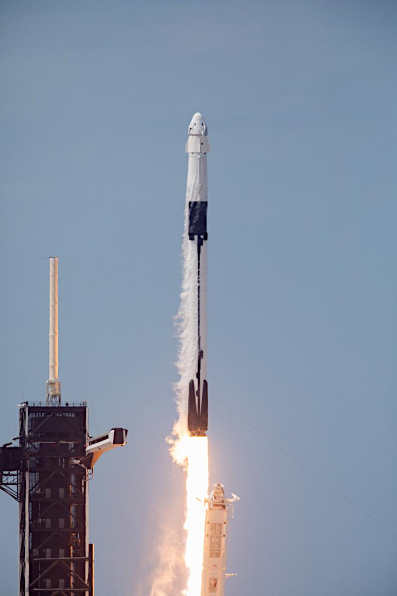 ドラゴン クルー 【動画】スペースX宇宙船「クルードラゴン」がISSに民間史上初ドッキング成功!