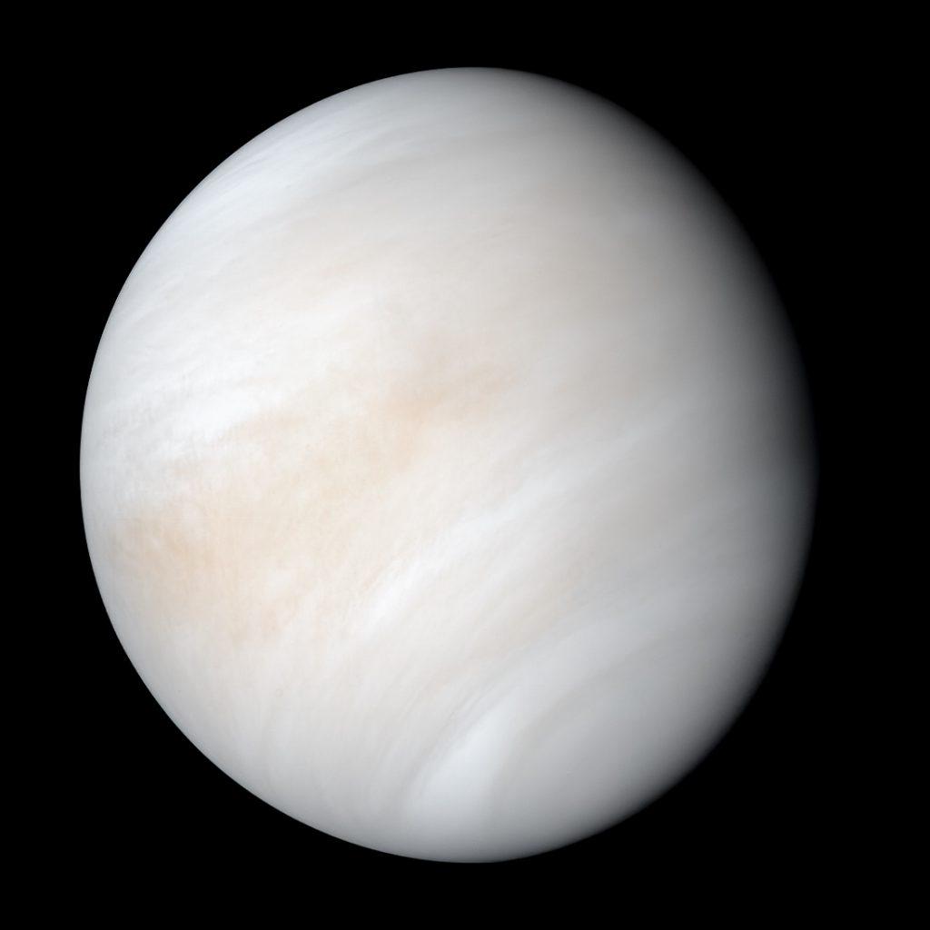 NASAのマリナー10号が撮影した金星画像。画像について詳しくはこちら。Image Credit: NASA/JPL-Caltech