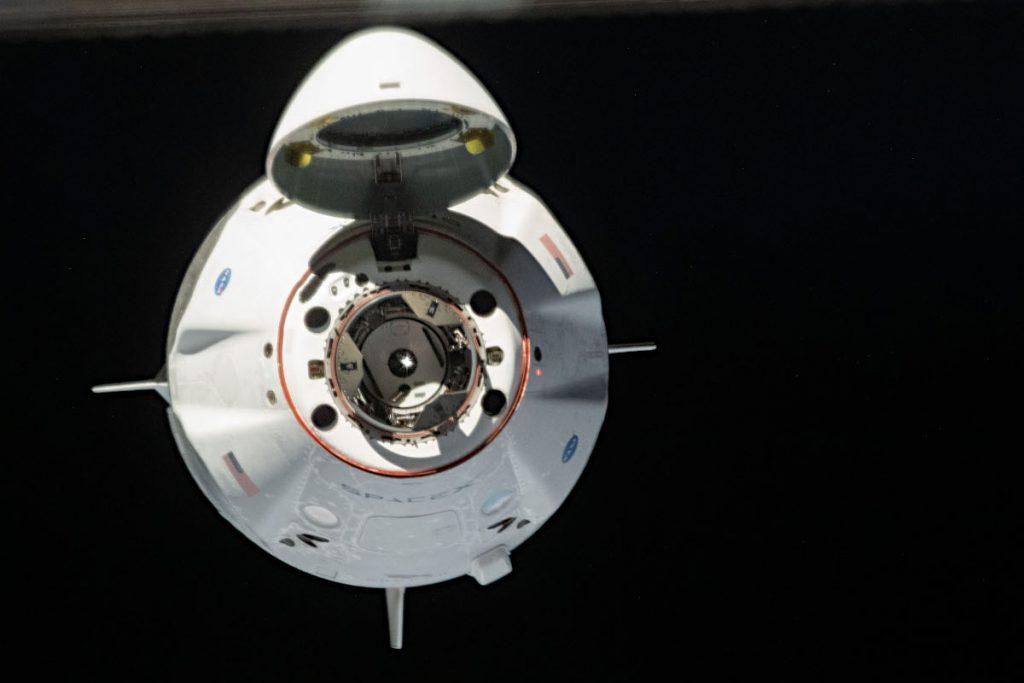 ISSに接近中のクルー・ドラゴン。Image Credit: NASA