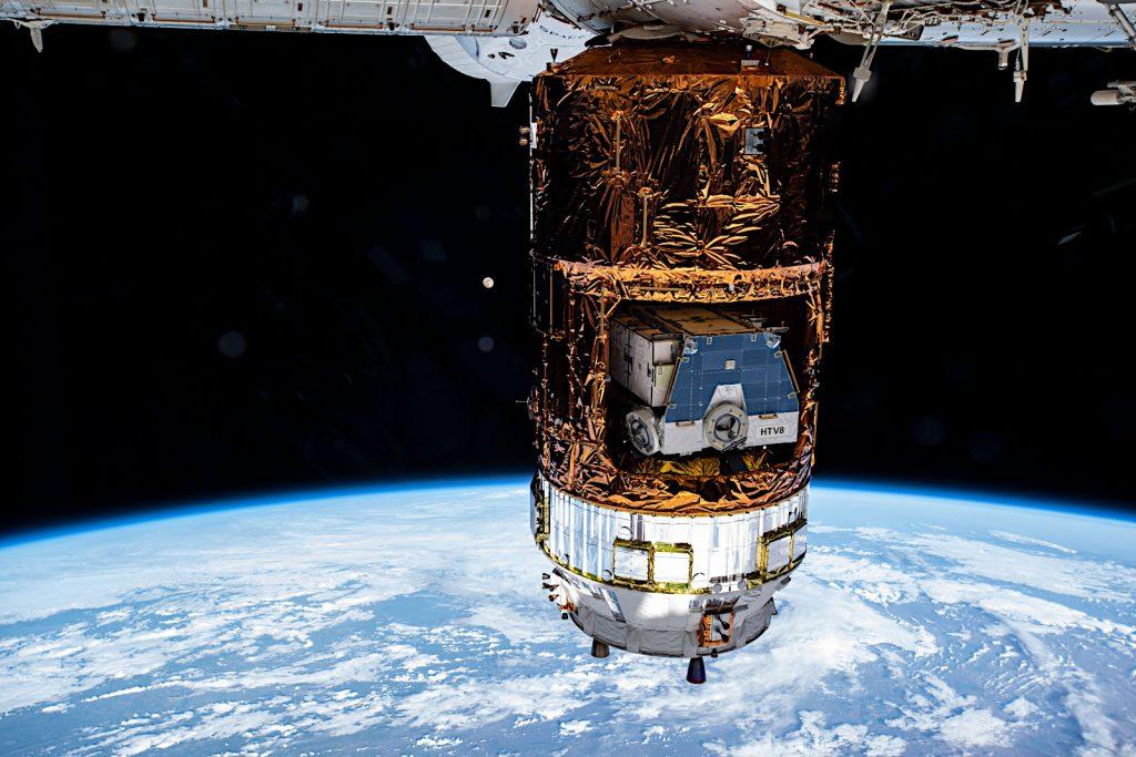 ISSにドッキング中の「こうのとり」9号機。Image Credit: NASA