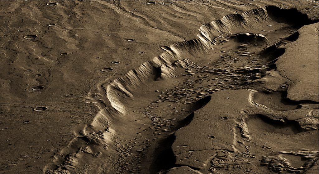 火星のダオ峡谷(Dao Vallis)。水の流れで刻まれた峡谷です。高さ方向を強調した擬似カラー画像。