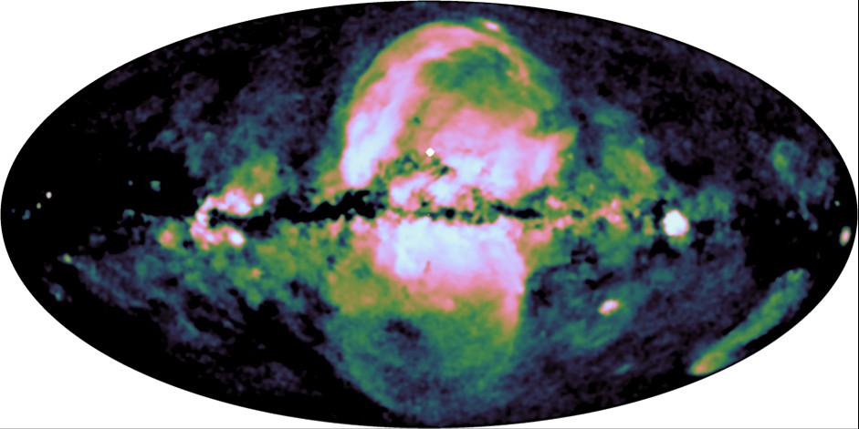 こちらの全天マップでは0.6〜1keVのX線が強調されており、南側の泡状構造の存在が分かります。点光源は取り除かれています。Credit: MPE/IKI