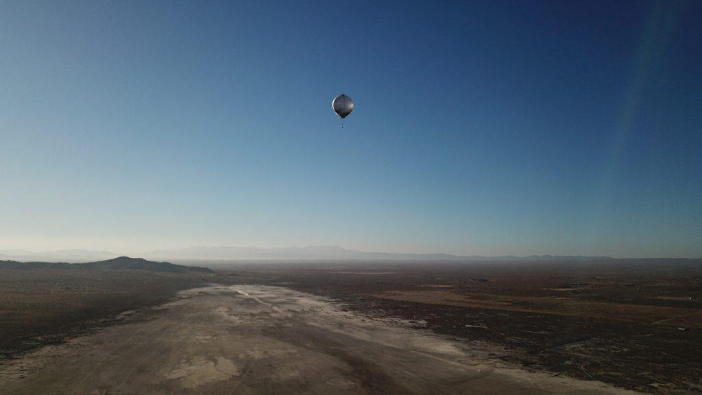 カリフォルニアで地震波に由来する音波をとらえるために飛ばされた気球。