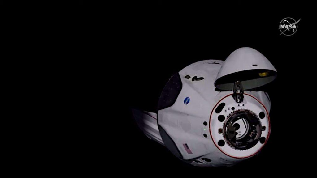 ISSに近づくクルー・ドラゴン。Image Credit: NASA TV